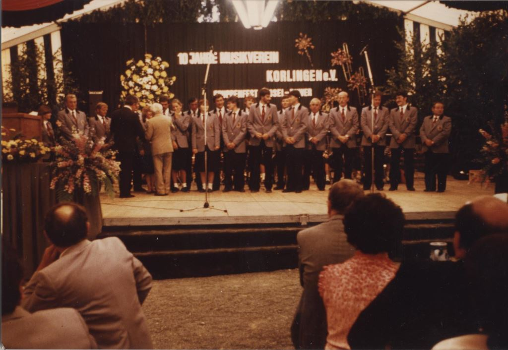 1983_06